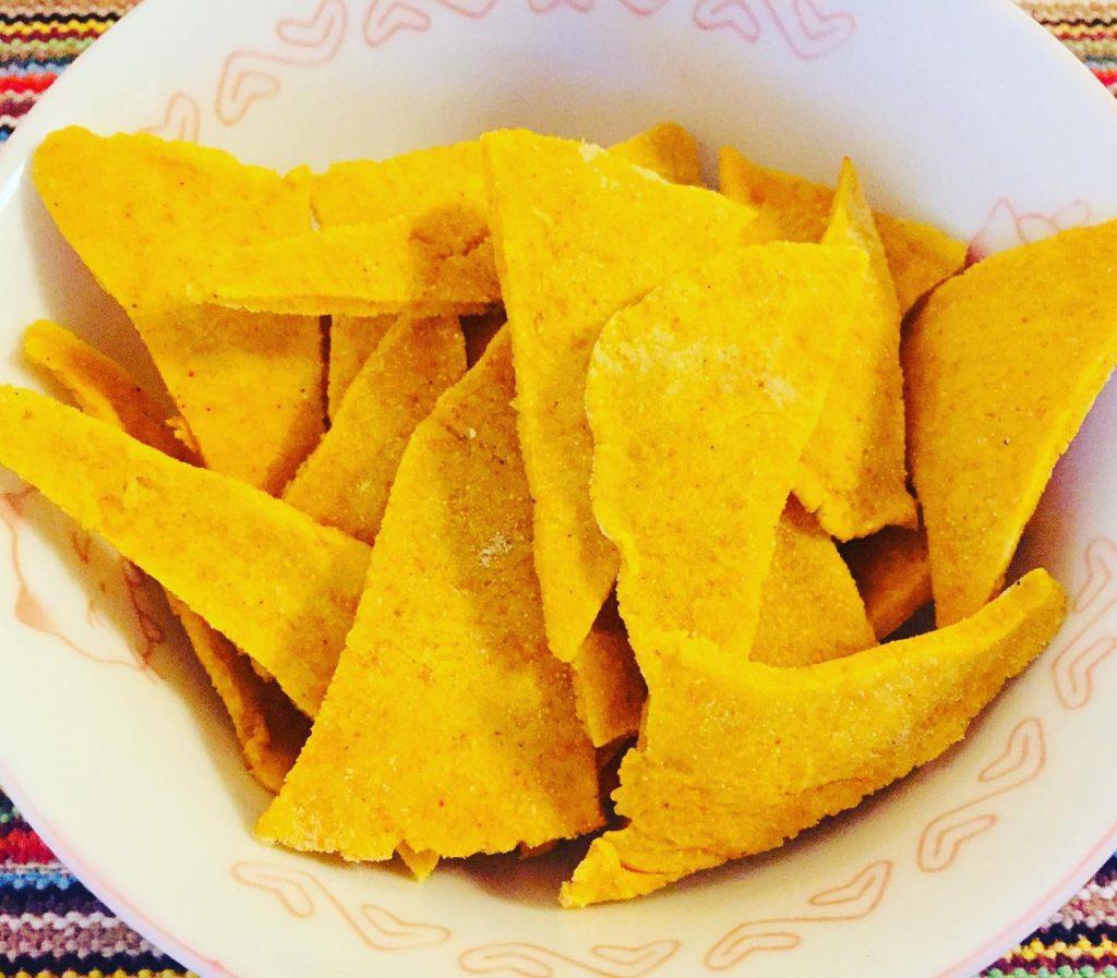 Tortilhas de milho em formato triangular